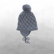 Shirley Bredal smock baby hat. Stålblå.